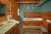 Cabin with oversize jacuzzi tub and Private Bath