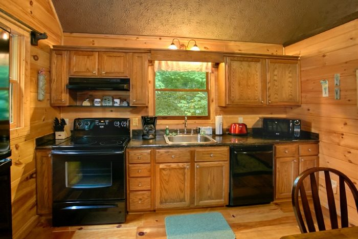 Honeymoon Cabin with Full Kitchen and Table - Passion Pointe