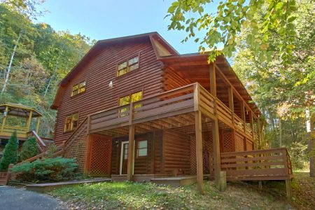 Duck Inn Lodge: 4 Bedroom Pigeon Forge Cabin Rental