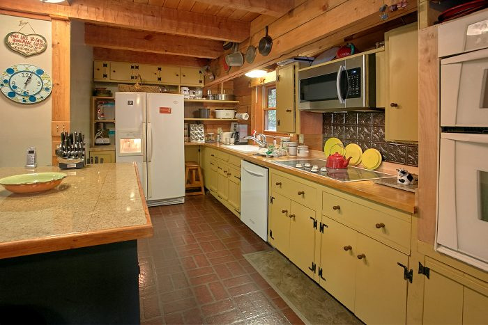 Rustic Cabin with Fully Stocked Kitchen - Ponderosa