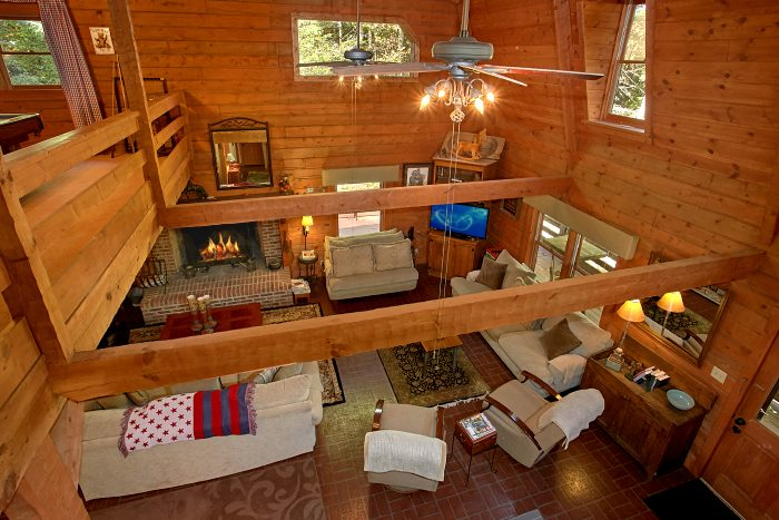 3 Story Cabin with Large Living Area & Fireplace - Ponderosa