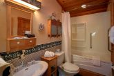 Rustic 4 Bedroom Cabin with Jacuzzi Bath tub