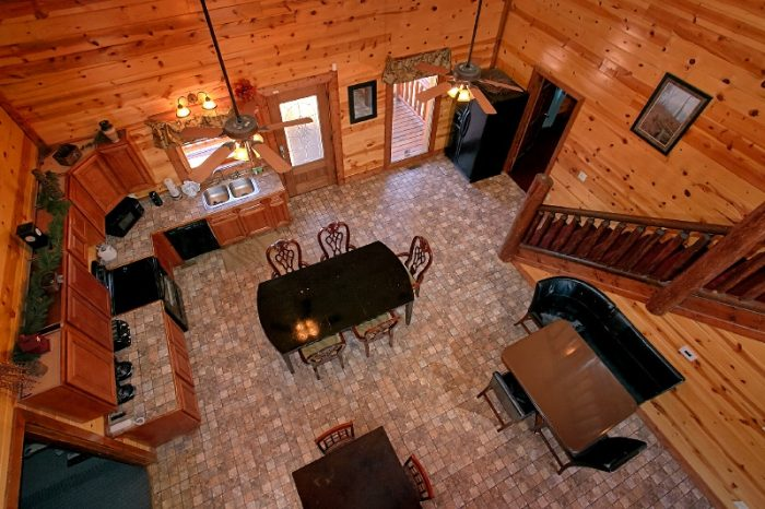 6 Bedroom Cabin with Kitchen and Dining Room - Pool and a View Lodge