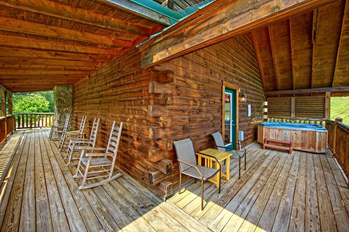 Beautiful Cabin with Spacious Deck - Poolside Cabin