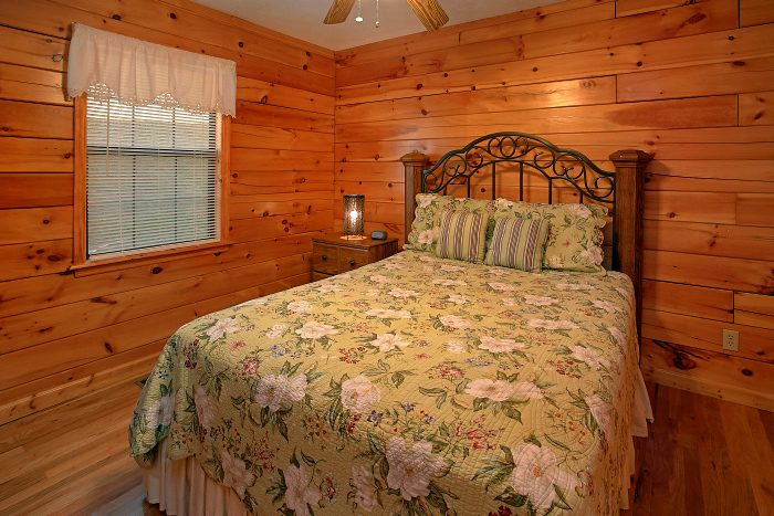Hidden Spring 6 Bedroom Cabin Sleeps 16 - Poolside Lodge