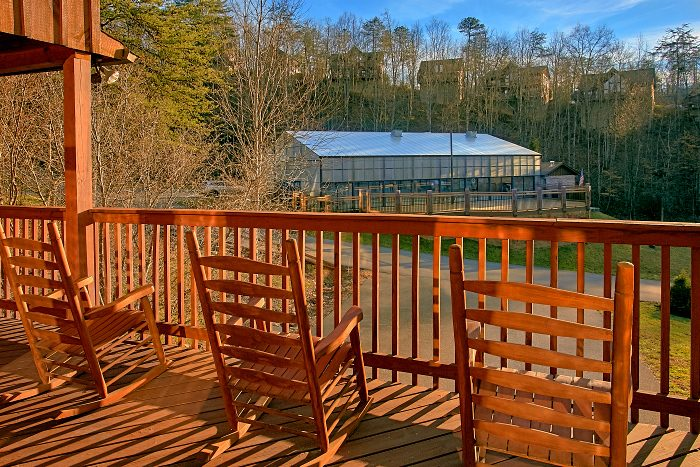 6 Bedroom Cabin with Lots of Deck Space - Poolside Lodge