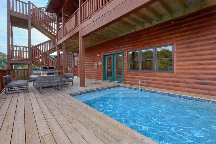 Luxury Cabin with 7 bedrooms and private pool - Poolside Lodge