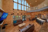 7 bedroom cabin with Fireplace in Living room