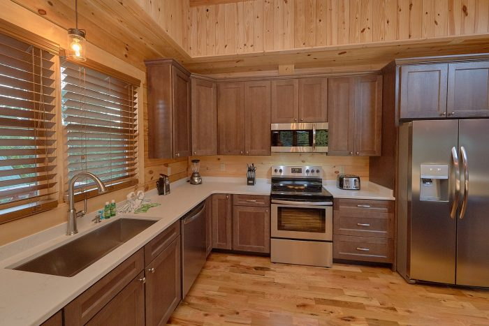 7 Bedroom cabin with Fully Stocked Kitchen - Poolside Lodge