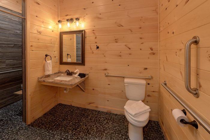 Cabin with fully compliant ADA handicap bathroom - Poolside Lodge