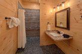 7 Bedroom cabin with Handicap accessible bath
