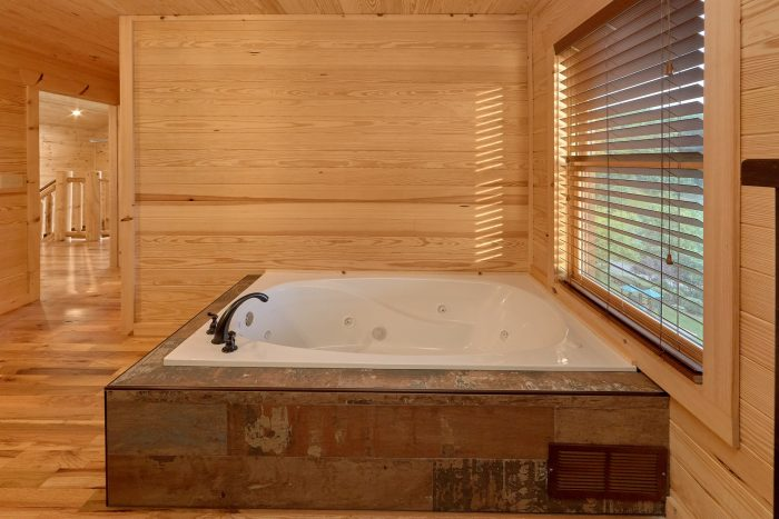 Private Jacuzzi Tub in Queen Bedroom in cabin - Poolside Lodge