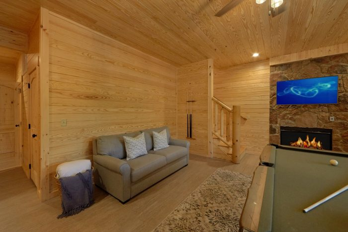 Cabin with Game Room, Billiards and Pool on deck - Poolside Lodge