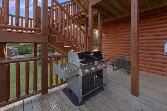 Luxurious 7 bedroom cabin with Grill and Pool - Poolside Lodge
