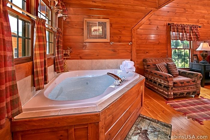 Jetted Jacuzzi Tub in Upstairs King Suite - R & R