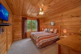 2 Bedroom Cabin with Spacious King Bedroom