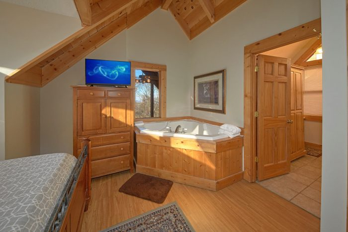 King Size Bedroom with Jacuzzi Tub - Rare Breed