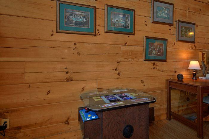 3 Bedroom Cabin In Gatlinburg with Arcade Game - Rare Breed