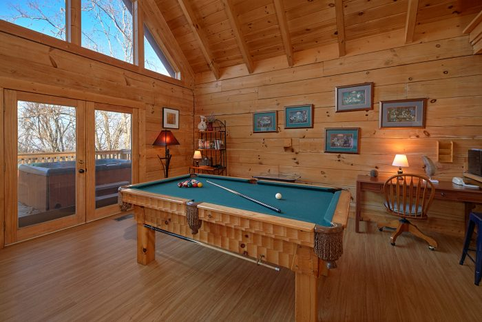 Cabin with Pool Table - Rare Breed