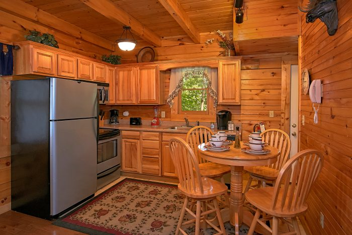 2 Bedroom Cabin with Full Kitchen and Table - Reclusive Moose