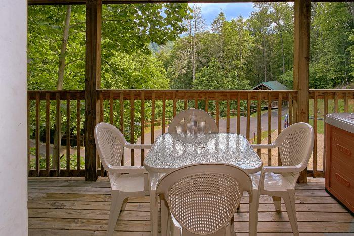 2 Bedroom Cabin with Wooded Resort View - Reclusive Moose