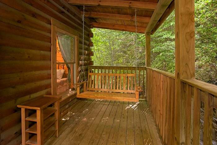 2 Bedroom Cabin with Porch Swing and Decks - Reclusive Moose