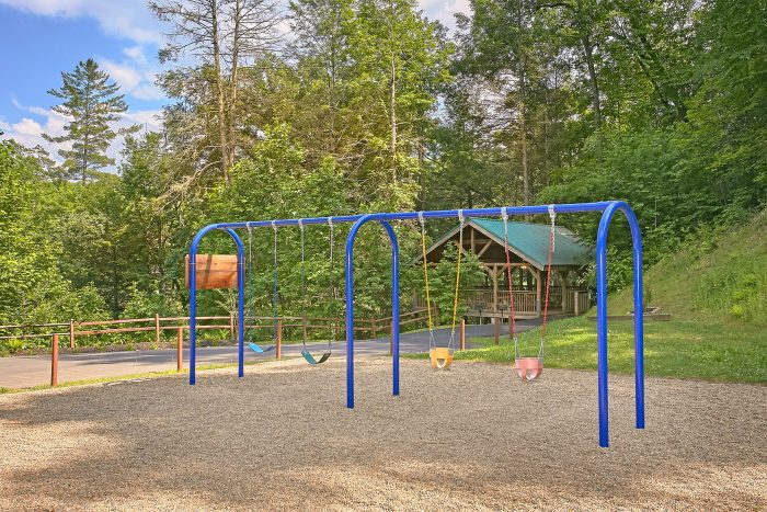 2 Bedroom Cabin with Playground and Pool - Reclusive Moose