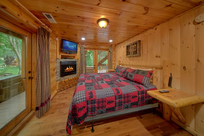 6 Bedroom Cabin with 2 Main Floor Master - River Adventure Lodge