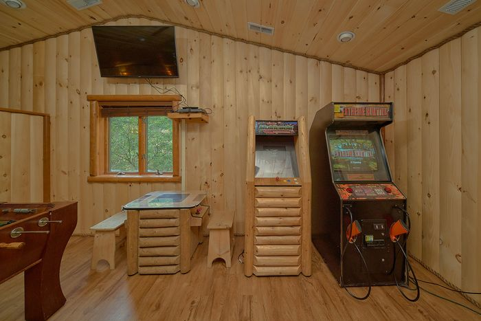 6 Bedroom Sleeps 20 with Loft Game Room - River Adventure Lodge