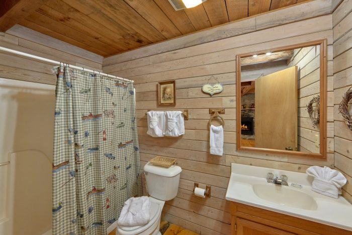 1 Bedroom Cabin with Full Bath on the River - River Cabin