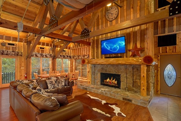 6 Bedroom Cabin on the River with Fireplace - River Mist Lodge