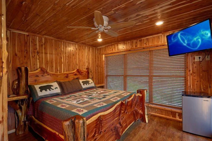 Cabin on the River with Private Jacuzzi Tub - River Mist Lodge
