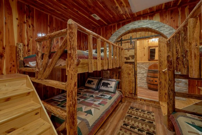Cabin on the River with Bunk Beds and Game Room - River Mist Lodge