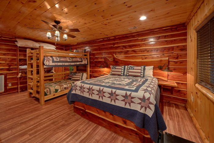 3 Bedroom Cabin with Hot Tub on the River - River Paradise
