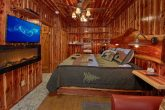 Cabin on the River with private Master Suite