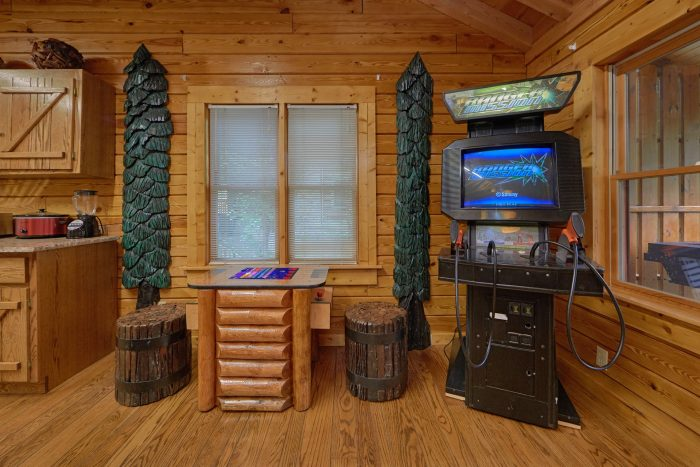 Luxurious 2 Bedroom Cabin with Game room - River Retreat