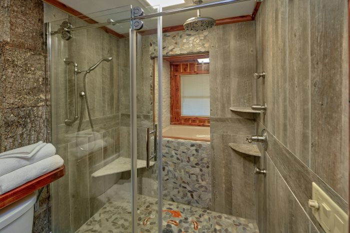 Beautiful TIle Shower in premium 2 bedroom cabin - River Retreat