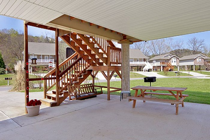 One night cabin rentals in pigeon forge tn 2 bedroom for Groupon gatlinburg cabin