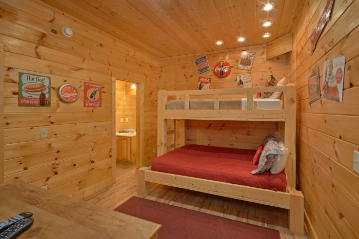 7 bedroom cabin with views of the mountains - Rocky Top Lodge