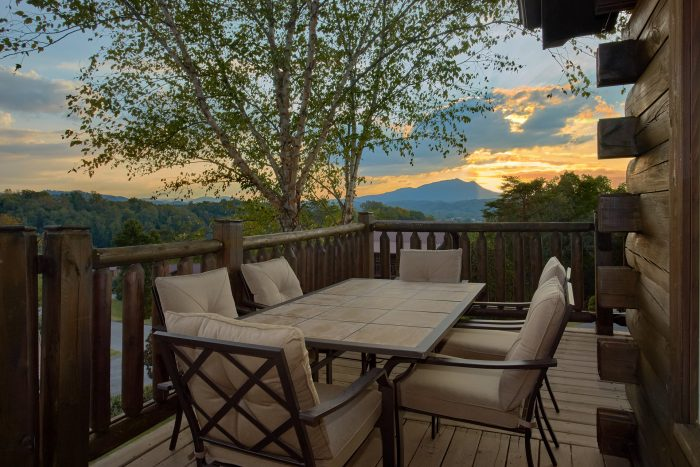 Cabin with picnic tables and rocking chairs - Rocky Top Lodge