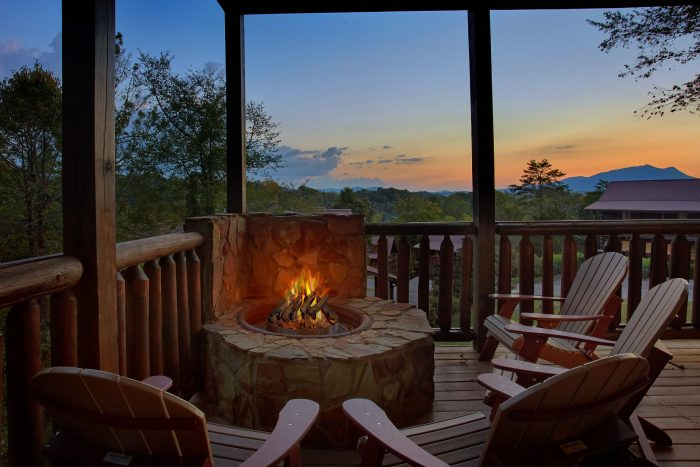 Luxurious 7 Bedroom Cabin with Gas Fire Pit - Rocky Top Lodge