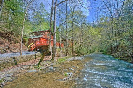 Fuzzy Bear: 2 Bedroom Wears Valley Cabin Rental