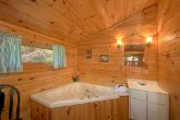 Wears Valley cabin with Jacuzzi Tub