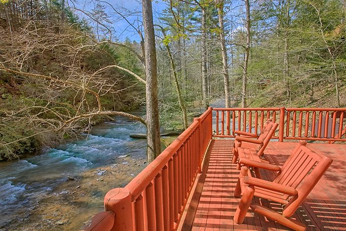 Creekside 2 Bedroom Cabin with Hot Tub - Rolling Creek