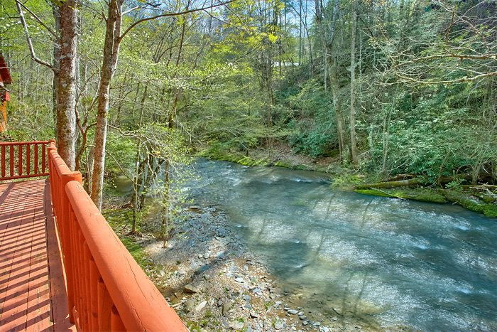 Affordable 2 Bedroom Sevierville Cabin Sleeps 4