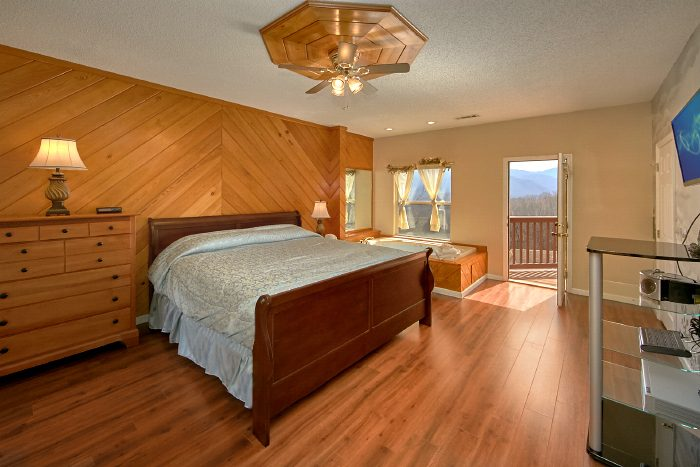 3 Bedroom Cabin with Spacious King Suite with TV - Second Glance
