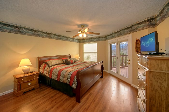 Gatlinburg Cabin with 3 King Suites and Views - Second Glance