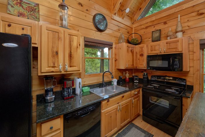 3 Bedroom Cabin with a fully stocked kitchen - Settlers Ridge Cabin