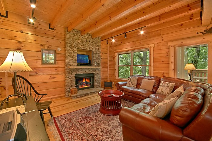 5 bedroom cabin with stone fireplace - Shoot the Moon