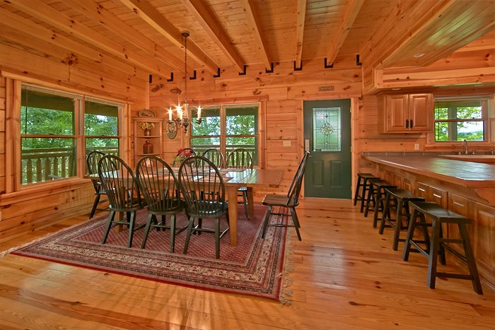 Cabin with large dining room and bar - Shoot the Moon